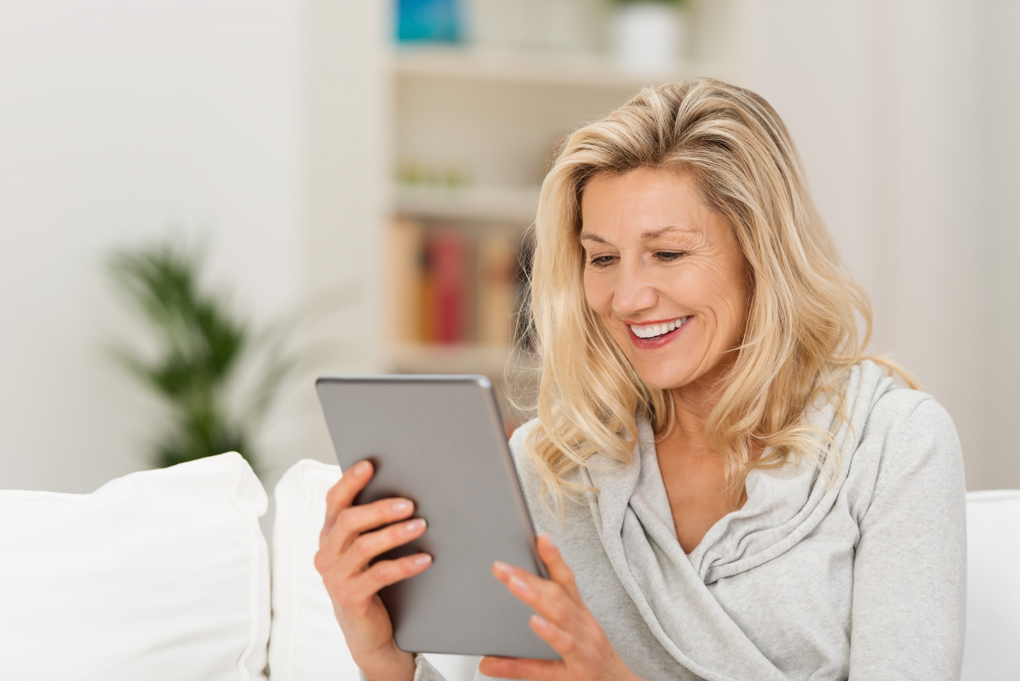 dating websites for middle aged single woman Matchcom continues to redefine the way single men and single women meet, flirt, date and fall in love, proving time and again that you can make love happen through online dating and that lasting relationships are possible.